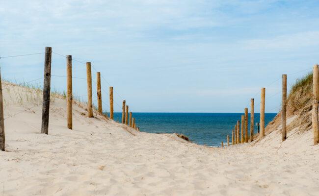 Weg durch die Dünen zum Nordseestrand